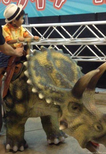 恐竜のりもの